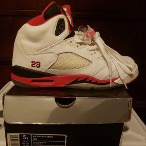 Almost new Jordan Retro 5 size 5 (originals)
